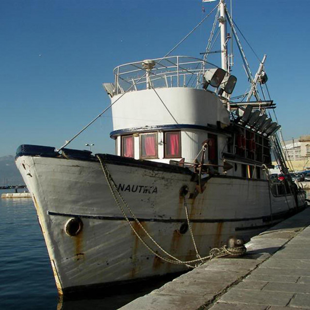 Na Kvarneru 40 godina – oronula ribarica Nautika