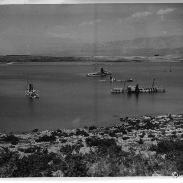 Zaljev mrtvih brodova – pogled na <em>Soline </em>1941.