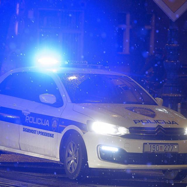 Zagreb, 121219.<br /> Na krizanju Ulice Republike Austrije i Klaiceve doslo je do naleta osobnog automobila na pjesakinju.<br /> Osoba je prevezena u bolnicu.<br /> Na fotografiji: Ocevid.<br />
