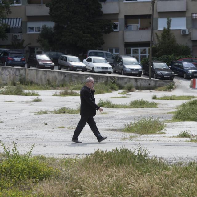 Zapuštena parcela uz Vukovarsku, gdje umjesto trgovačkog centra godinama gledamo - ništa Paun Paunović/HANZA MEDIA