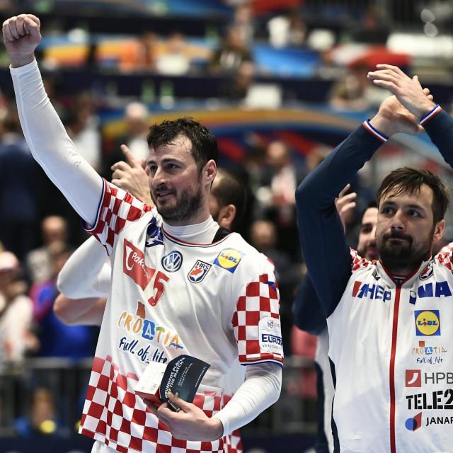 Austrija, Graz, 090120.<br /> Europsko rukometno prvenstvo.<br /> Utakmica skupine A, 1. kola izmedju Hrvatske i Crne Gore.<br /> Na fotografiji: Domagoj Duvnjak, Zlatko Horvat.<br />