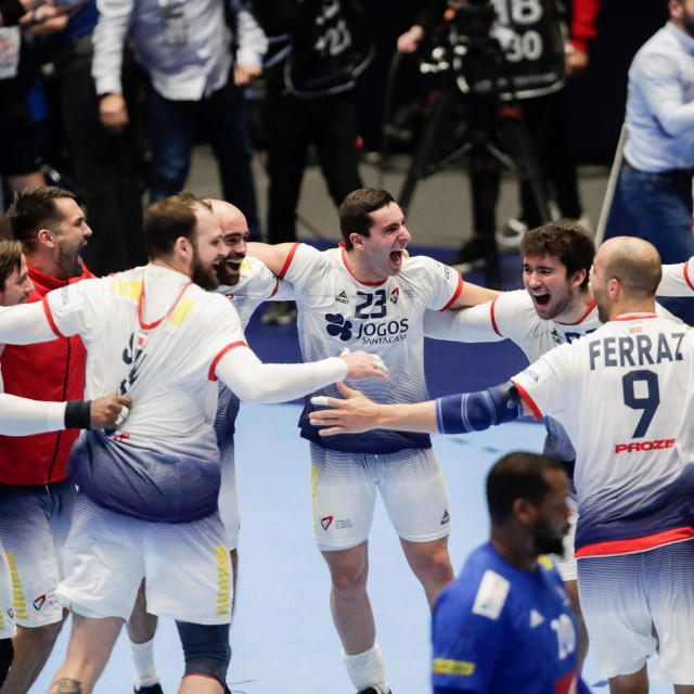 Portugal players celebrate their 28-25 victory after the match France vs Portugal at the Men´s Handball European Championship preliminary round in Trondheim, Norway, on January 10, 2020. (Photo by Vidar Ruud/various sources/AFP)/Norway OUT
