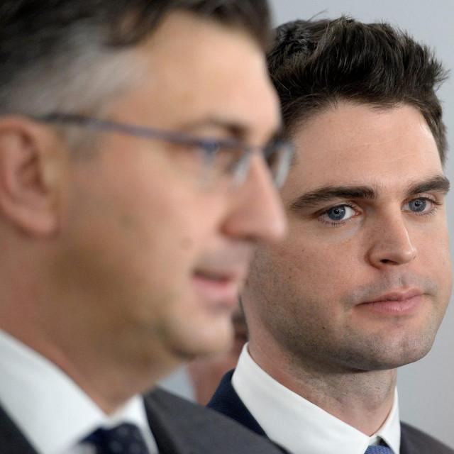 Zagreb, 080419.<br /> Markov trg.<br /> Sabor.<br /> HDZ predao svoje kandidacijske liste za natjecanje na izborima za Europski parlament<br /> Na fotografiji: Andrej Plenkovic, Karlo Ressler.<br />