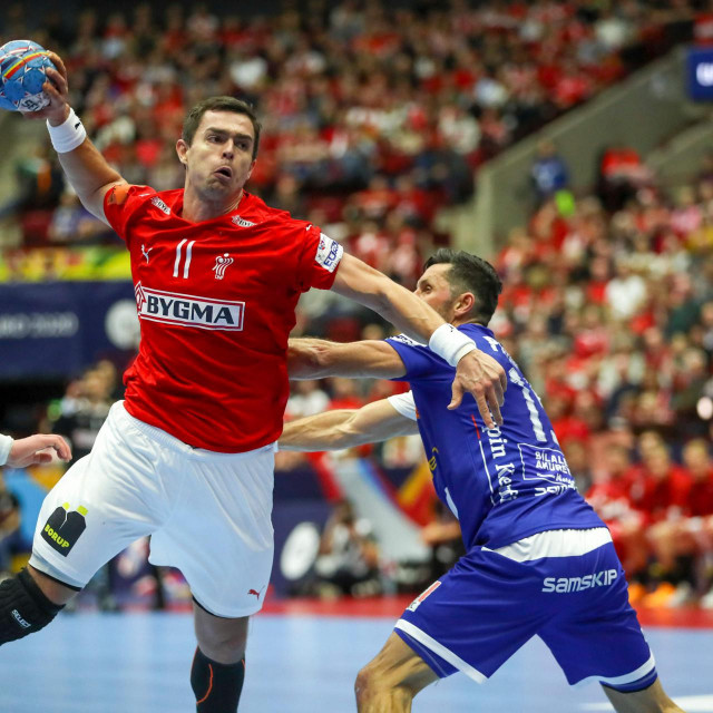 Denmark's Rasmus Lauge Schmidt (L) jumps to shoot during the Men's EHF 2020 Handball European Championship preliminary round match between Denmark and Iceland in Malmo, Sweden on January 11, 2020. (Photo by Andreas HILLERGREN/TT News Agency/AFP)/Sweden OUT