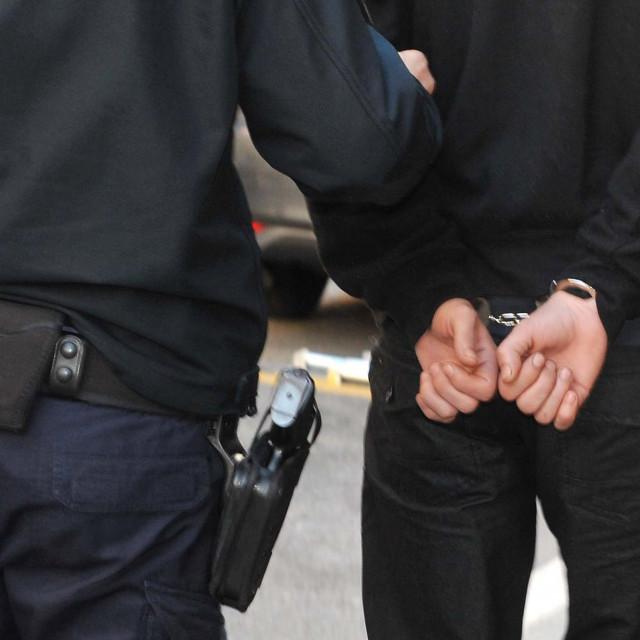 Rijeka, 171215. Nastavak jucerasnjih privodjenja gdje su policija i USKOK proveli akciju suzbijanja zloupotrebe droge koja je rezultirala sa vise od 20 privedenih osoba.