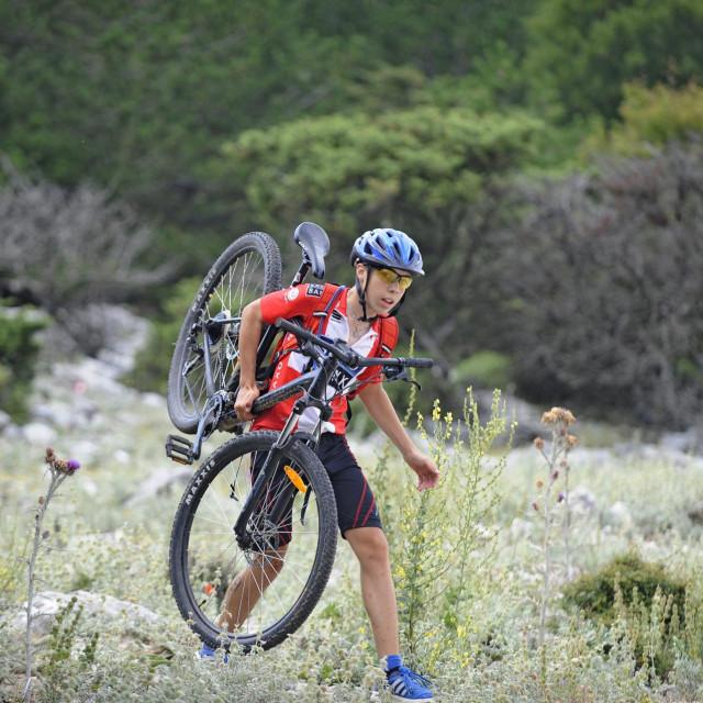 Otok je redoviti domaćin brojnih biciklističkih natjecanja na uređenim stazama za koje sudionici uglavnom imaju riječi hvale