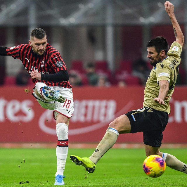 AC Milan's Croatian forward Ante Rebic (L) shoots past Spal's Serbian defender Nenad Tomovic during the Italian Cup (Coppa Italia) round of 16 football match AC Milan vs SPAL on January 15, 2020 at the San Siro stadium in Milan. (Photo by Miguel MEDINA/AFP)