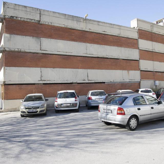 Fasada javne garaže u Šimićevoj vapi za obnovom