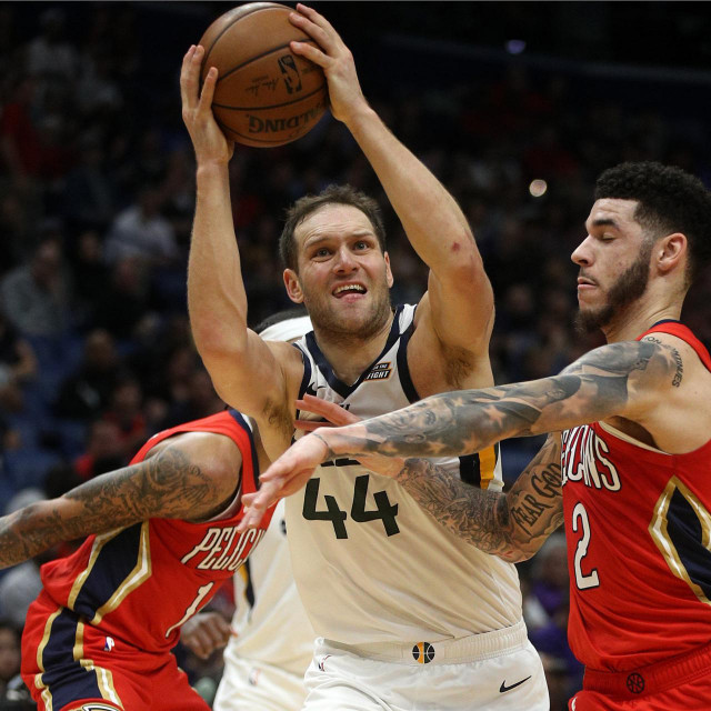 NEW ORLEANS, LOUISIANA - JANUARY 16: Bojan Bogdanovic #44 of the Utah Jazz shoots the ball over Lonzo Ball #2 of the New Orleans Pelicans at Smoothie King Center on January 16, 2020 in New Orleans, Louisiana. NOTE TO USER: User expressly acknowledges and agrees that, by downloading and/or using this photograph, user is consenting to the terms and conditions of the Getty Images License Agreement. Chris Graythen/Getty Images/AFP<br /> == FOR NEWSPAPERS, INTERNET, TELCOS & TELEVISION USE ONLY ==