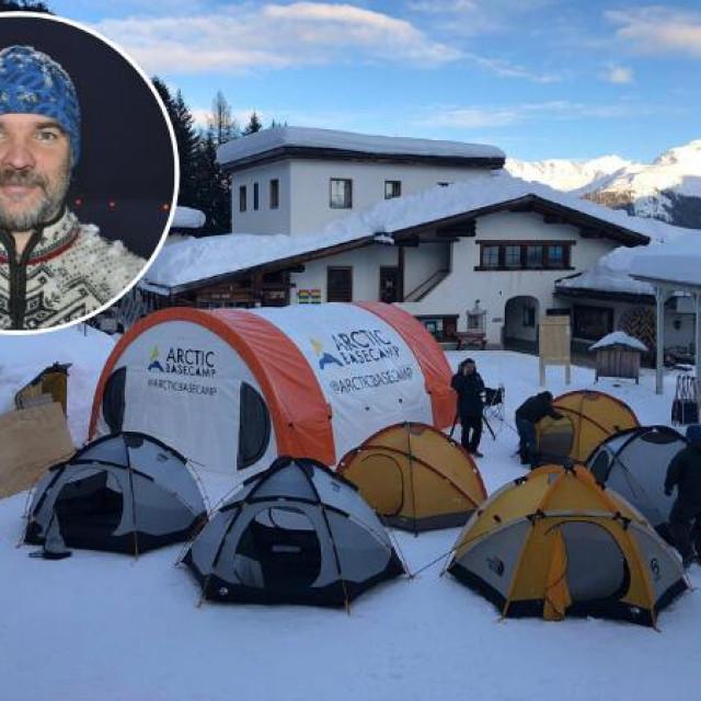 Na slici Lovro Valčić i prošlogodišnji arktički kamp u Davosu
