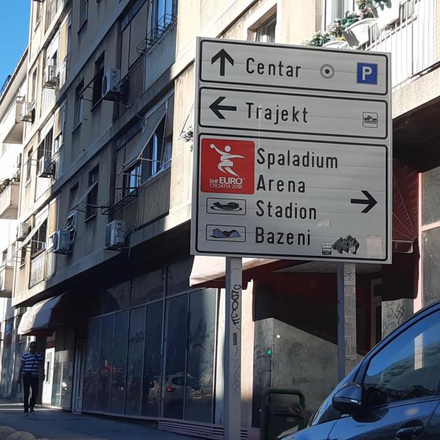 Oznake/putokazi za Europsko rukometno prvenstvo 2018. godine u Splitu stoje i dvije godine kasnije