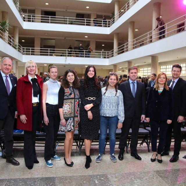 Predstavnici Grada i Sveučilišta sa stipendistima