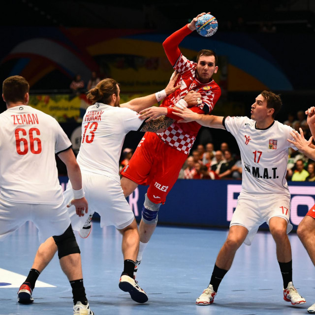 Croatia's Josip Sarac shoots shoots during the Men's European Handball Championship match between Croatia and Czech Republic in Vienna, Austria on January 20, 2020. (Photo by VLADIMIR SIMICEK/AFP)