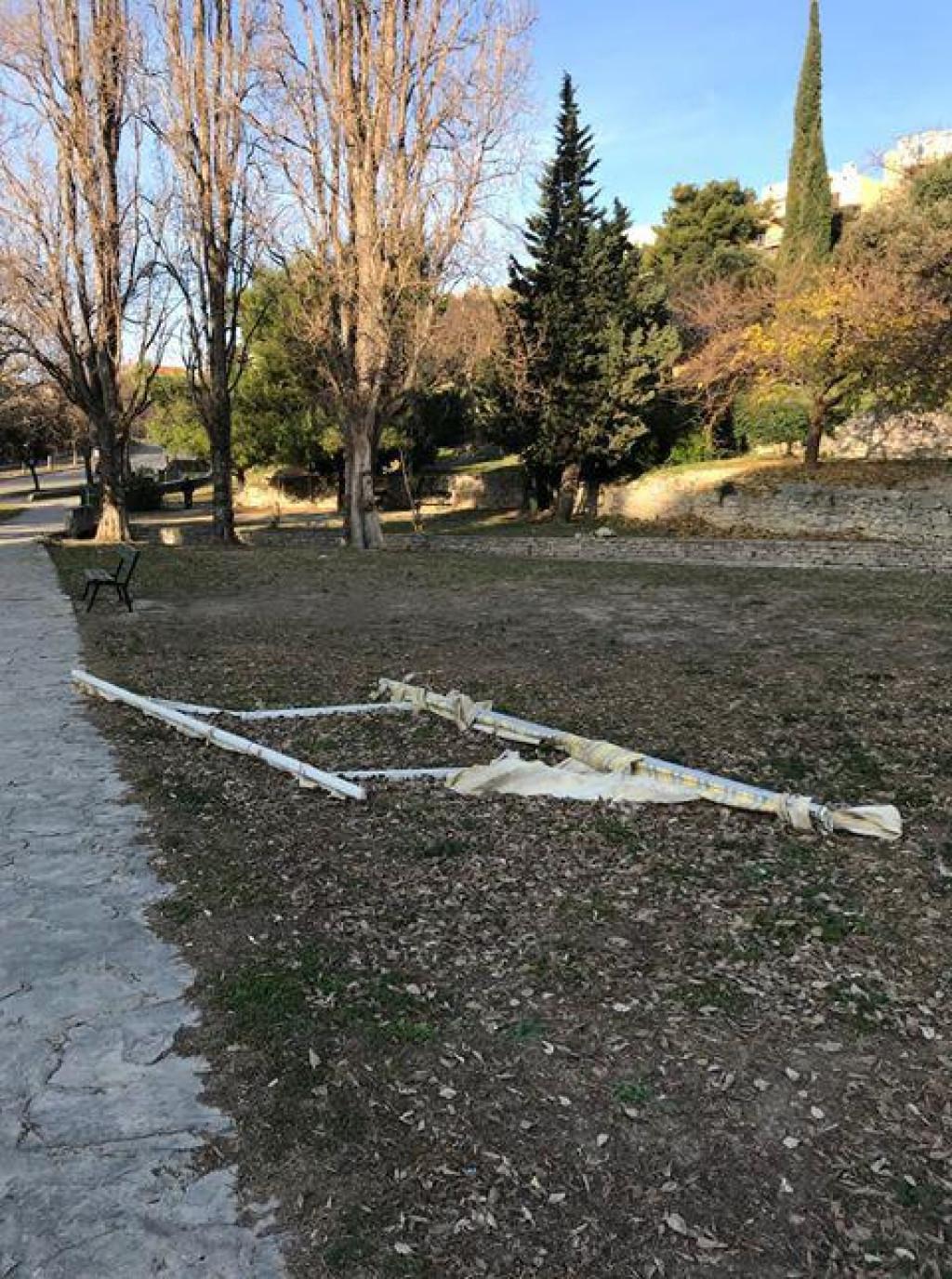Konstrukcija tende u parku na Mertojaku