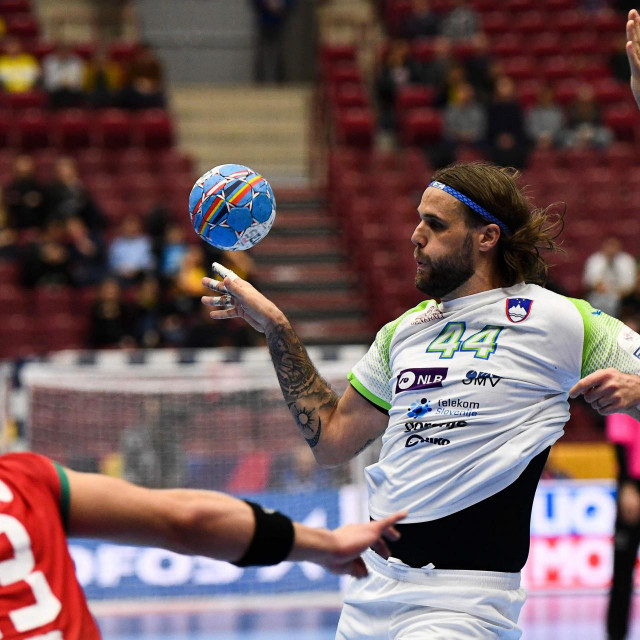 Slovenia's Dean Bombac passes the ball during the Men's European Handball Championship main round day 4 Group II match between Portugal and Slovenia in Malmo, Sweden on January 21, 2020. (Photo by Jonathan NACKSTRAND/AFP)