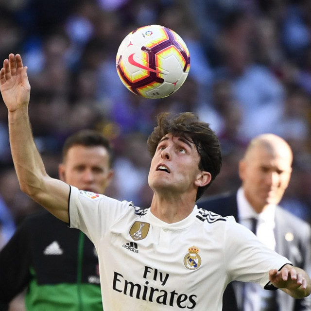 (FILES) This file photo taken on March 16, 2019 shows Real Madrid's Spanish defender Alvaro Odriozola as he plays the ball during the Spanish league football match between Real Madrid CF and RC Celta de Vigo at the Santiago Bernabeu stadium in Madrid. - Bayern Munich confirmed on January 22, 2020 the signing of Real Madrid right-back Alvaro Odriozola on loan until the end of their season to boost their back four. (Photo by GABRIEL BOUYS/AFP)