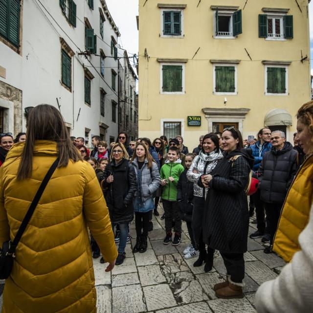 Sibenik, 180120.<br /> Turisticki vodici proveli gradjane kroz grad pokazujuci im znamenitosti od Fausta Vrancica.<br />