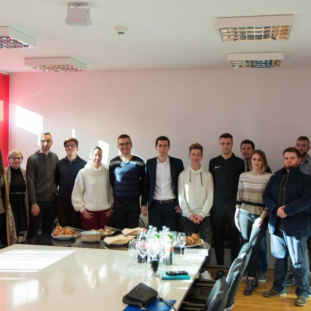 Čelnici splitskog SC-a s predstavnicima studenata koji su osmislili najbolje projekte