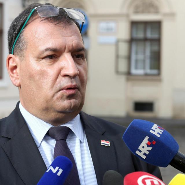 Vili Beroš dao je izjavu za medijie nakon izlaska iz Vlade