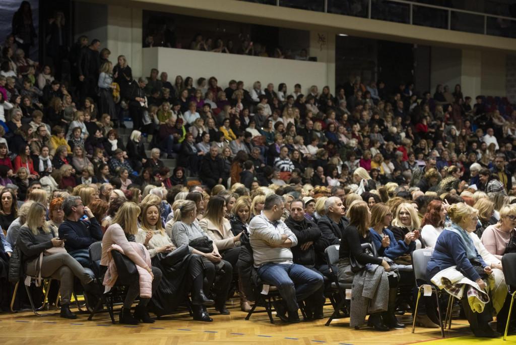 Nije 'Pričigin' ni utakmica 'kauboja', nego publika 'Menopauze' u novoj rukometno-kazališnoj dvorani<br />
