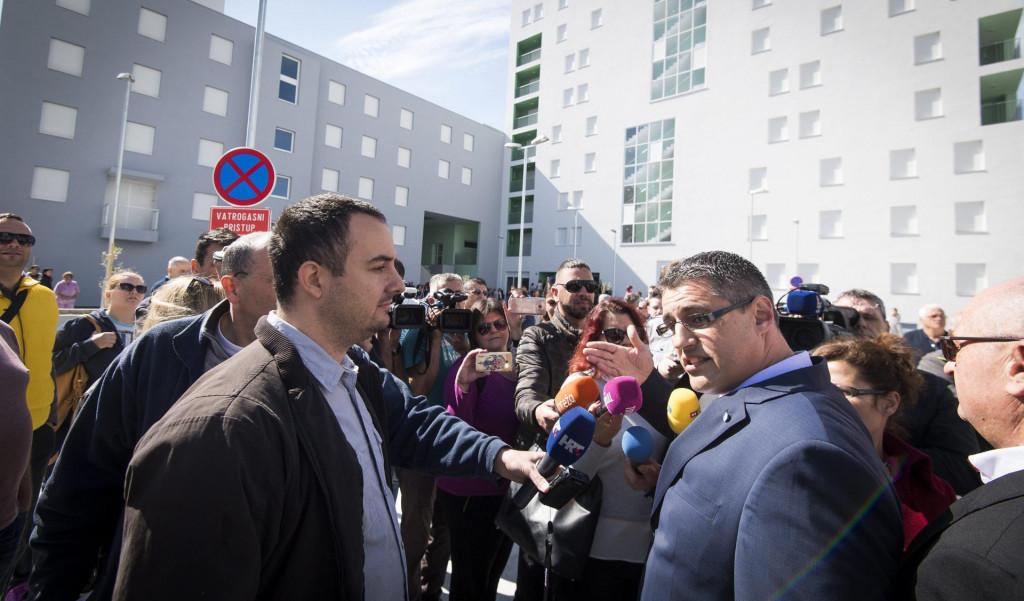 Krešimir Žunić (desno) često je u svojstvu visokorangiranog djelatnika APN-a dolazio na Kilu, a i sam je bio potencijalni stanar tog naselja