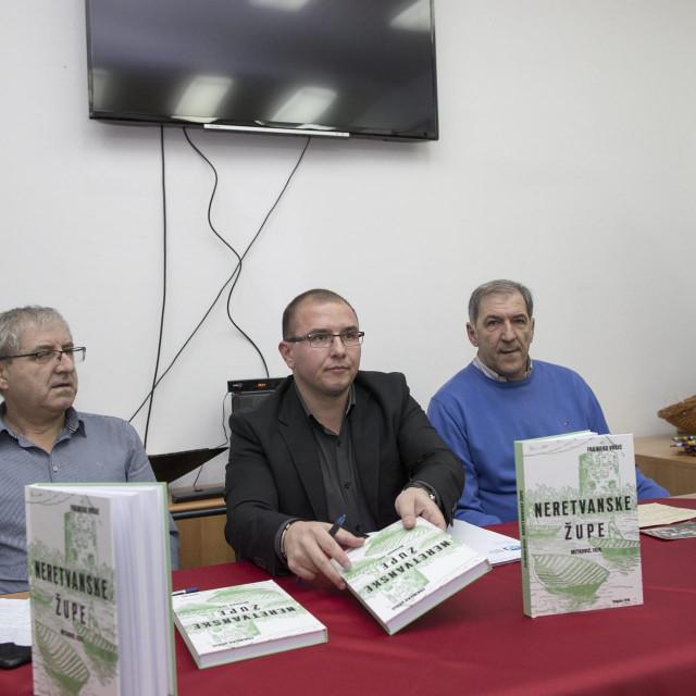 Sa sinoćnje promocije knjige - Mladen Vuković, Vedran Vrčić i Marijo Popović