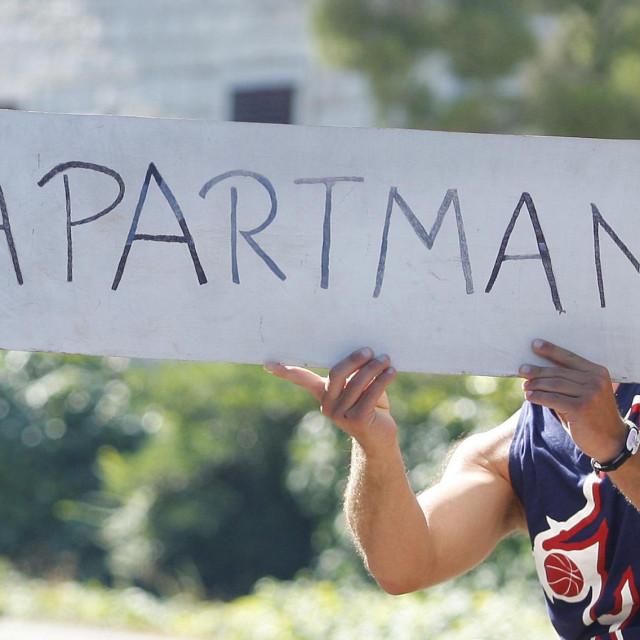 Split, 270713.<br /> Iznajmljivaci apartmana i turisti koji ljetuju na jadranskoj magistrali od Splita do Makarske.<br />