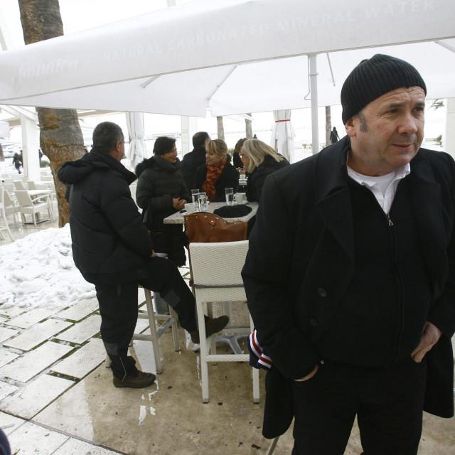 Željko Kerum na zaleđenoj Rivi 2012.: Ljudi su nastradali jer nisu kupili zimske gume, lance i čizme. Ljudi nemaju para. U Hrvatskoj za čizme imaju samo oni koji rade u državnoj službi
