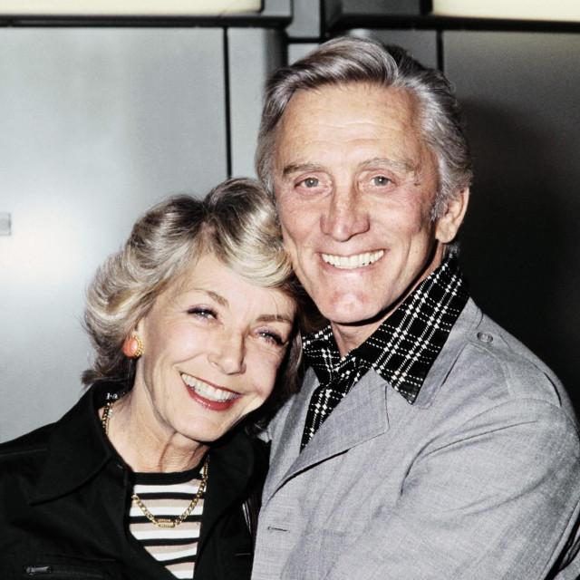 Kirk Douglas sa suprugom Anne