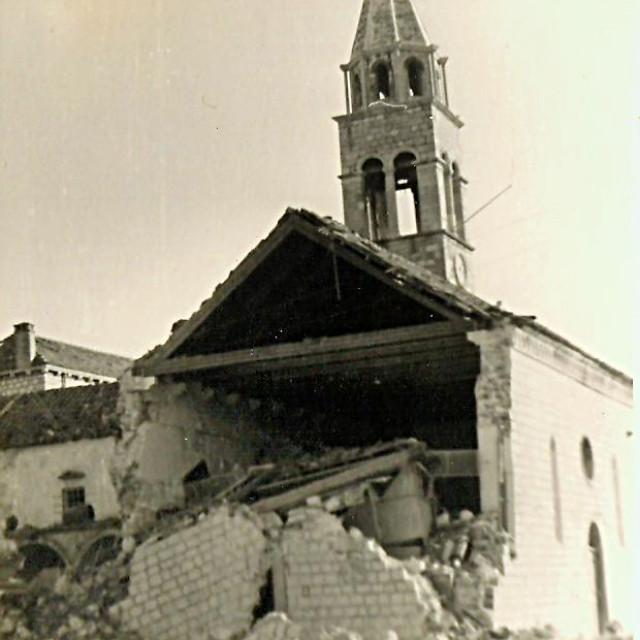 Čitatelj Dubrovačkog vjesnika poslao nam je pravu 'poslasticu', fotografije iz 1943. godine nakon bombardiranja Dubrovnika