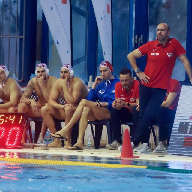 Varazdin, 110220.<br /> Gradski bazeni.<br /> Utakmica vaterpolo Svjetske lige Hrvatska - Nizozemska.<br /> Na fotografiji: izbornik Ivica Tucak.<br />