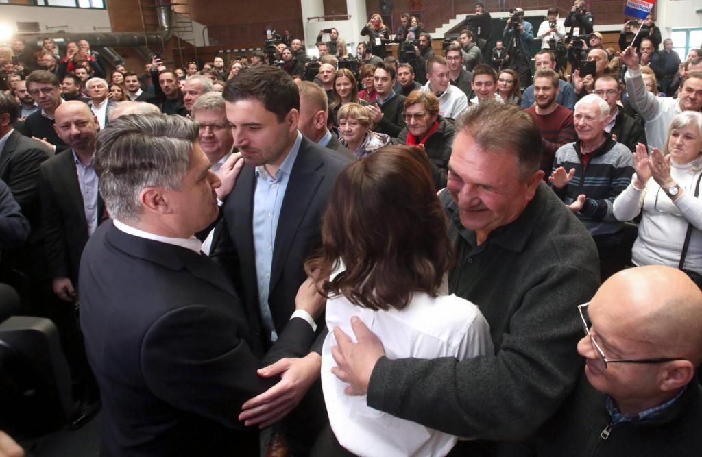 Radimir Čačić (ovaj što grli) ne tuguje zbog propalih poslova