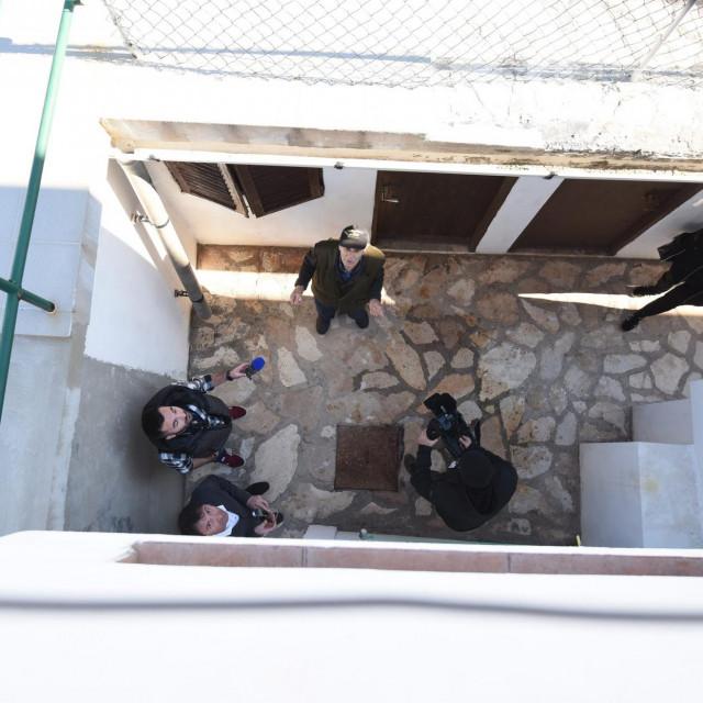 Djeca su bačena s prozora u dvor kuće na Pagu   Jure Mišković/hm