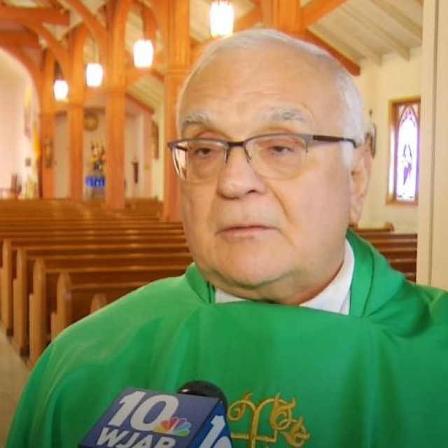 Svećenik Richard Bucci