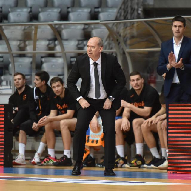 Zadar, 120220.<br /> Dvorana Kresimir Cosic. Utakmica cetvrtfinala Kupa Kresimira Cosica izmedju KK Cibona i KK Sibenik.<br /> Na fotografiji: trener Sibenika Edi Dzelalija.<br />