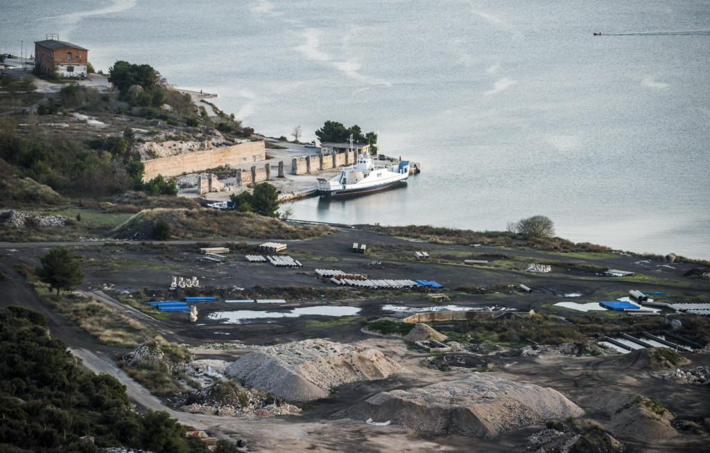 Sibenik, 261119.<br /> Panorama grada Sibenika.<br /> Na fotografiji: Prostor bivse tvornice Tef.<br />