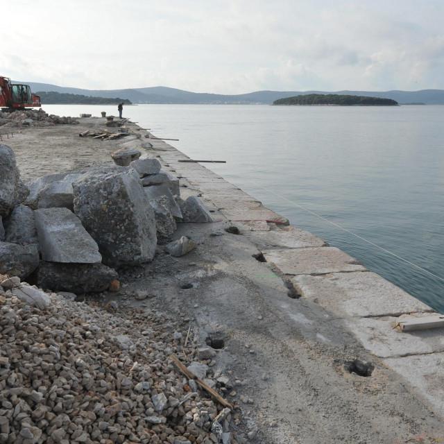Radovi na obnovi mula na biogradskoj rivi snimljeni 2015. godine