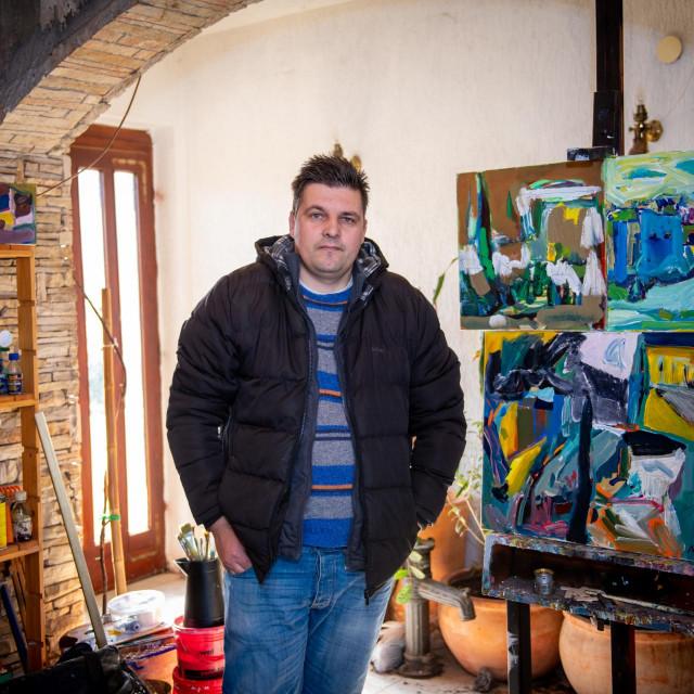Mladi akademski slikar Maro Kriste