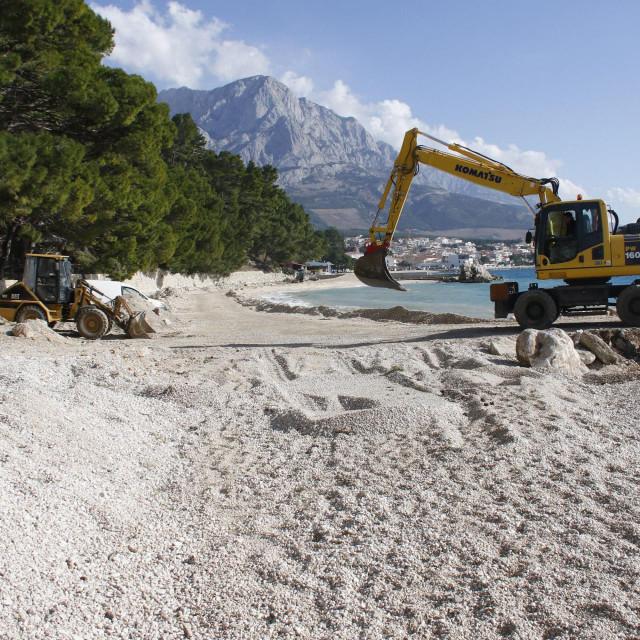 Radove jedna strana vidi kao uništavanje prelijepe plaže, a druga kao uređenje