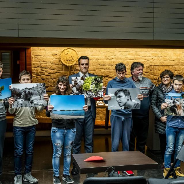 Sibenik, 140220.<br /> U atriju Muzeja grada odrzana aukcija fotografija Svijet njihovim ocima polaznika Centra za odgoj i obrazovanje Subicevac.<br />