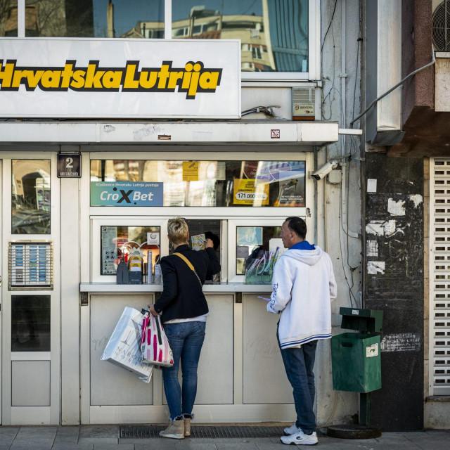 Prodajno mjesto Hrvatske lutrije, u Ulici Ante Starčevića 2, na kojem je uplaćen dobitni listić od 4,6 milijuna kuna  Nikša Stipaničev/hanza media