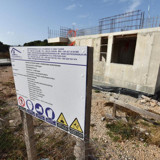 Projekt od šest zgrada APN-a u Biogradu zaustavljen je nakon što je tvrtka izvođača radova završila u stečaju