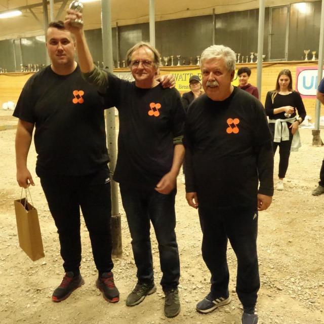 Šibenčani prvaci ljubljanskog turnira. Ivan Lambaša u sredini.