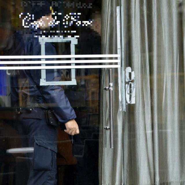 U kafiću u Ulici Ruđera Boškovića interventni policajci su prekinuli glazbu uživo i kod četvero osoba našli drogu