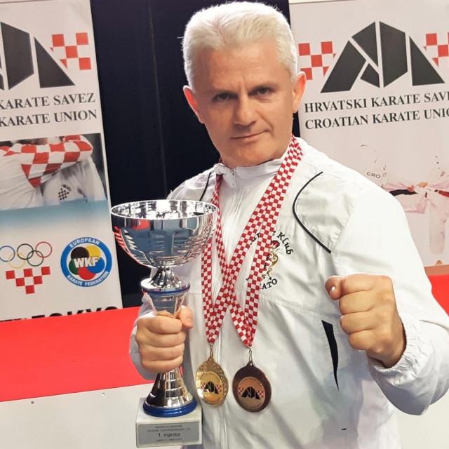 Željo Perković - zlato i bronca s PH u katama