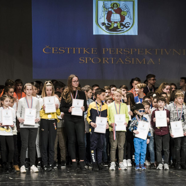 Sibenik, 300120.<br /> U Hrvatskom Narodnom kazalistu odrzala se svecanost proglasenja najboljih sportasa grada Sibenika u 2019. godini.<br /> Na fotografiji: Perspektivni sportasi zajednicka fotografija.<br />