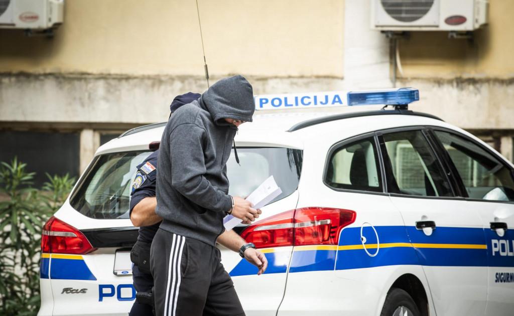 Privođenje osumnjičenih za napad u Uzdolju