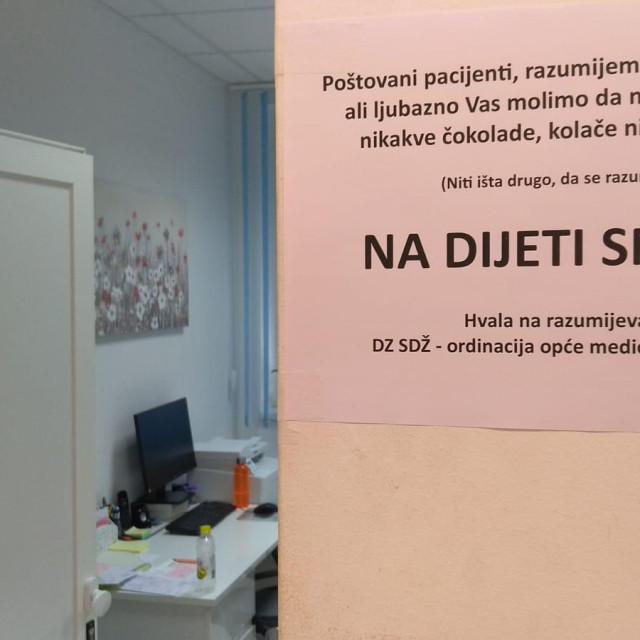 Nesvakidašnja poruka na vratima ordinacije<br /> <br />