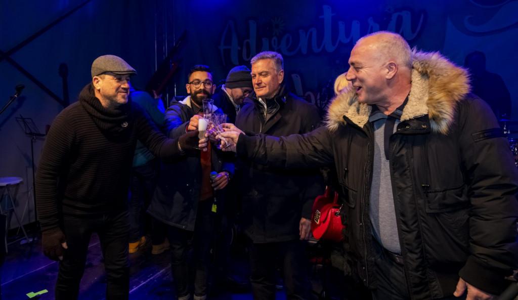 Sibenik, 311219.<br /> Gradonacelnik Zeljko Buric i zupan Goran Pauk cestitali su okupljenima Novu godinu.<br />