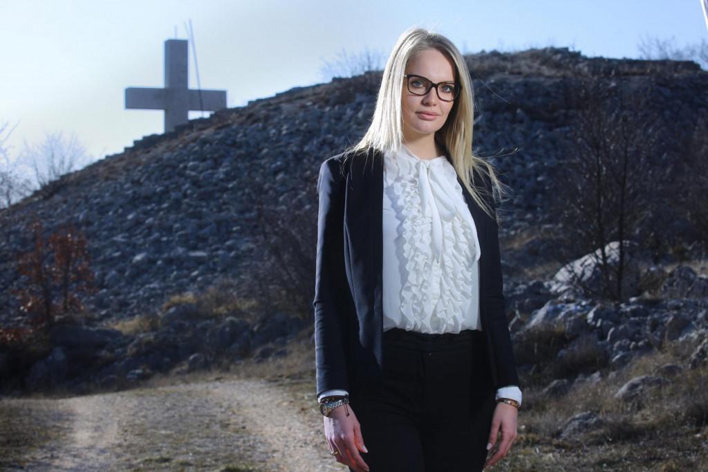 Anita Nosić na Gradini iznad Lovreća - kao njegova načelnica od jučer je prekrižena